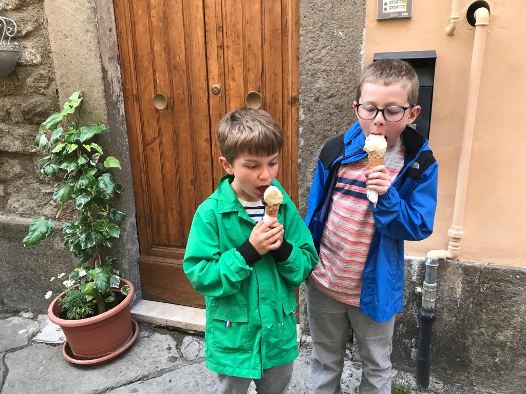 Kids eating gelato